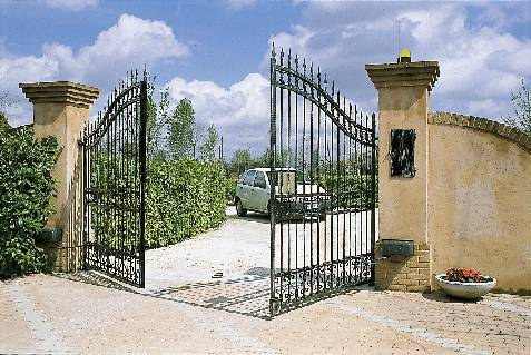 Automatic-gate-in-clyde-CA