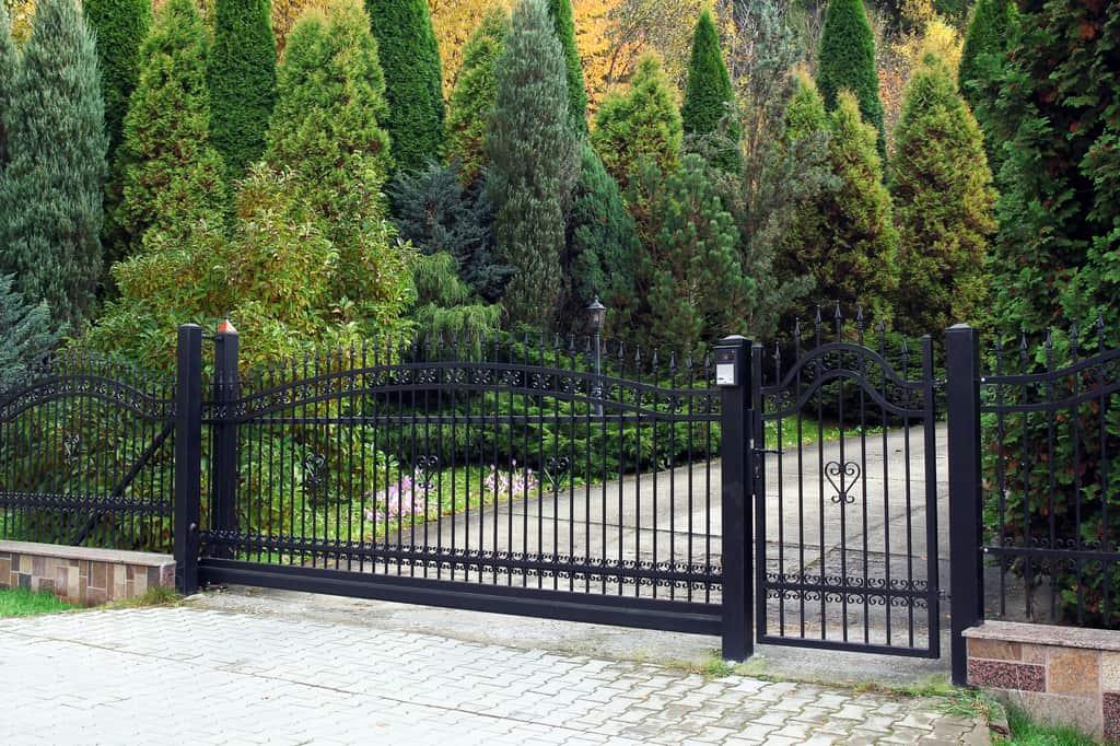Martinez-CA-Custom-Gate