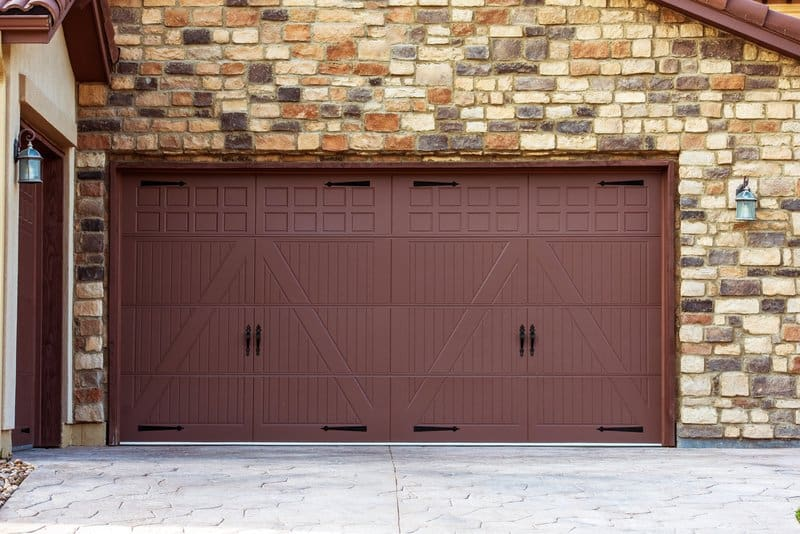 5 types of garage doors for new homeowners