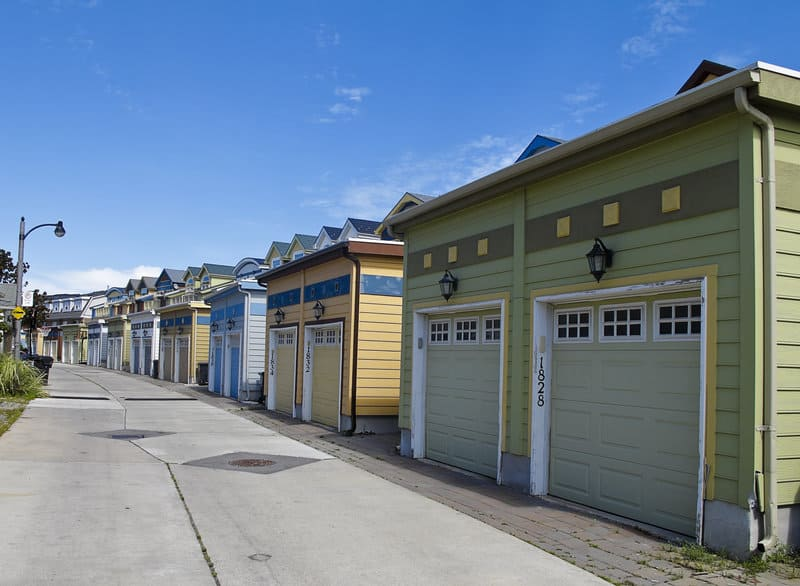how to choose the perfect garage door color